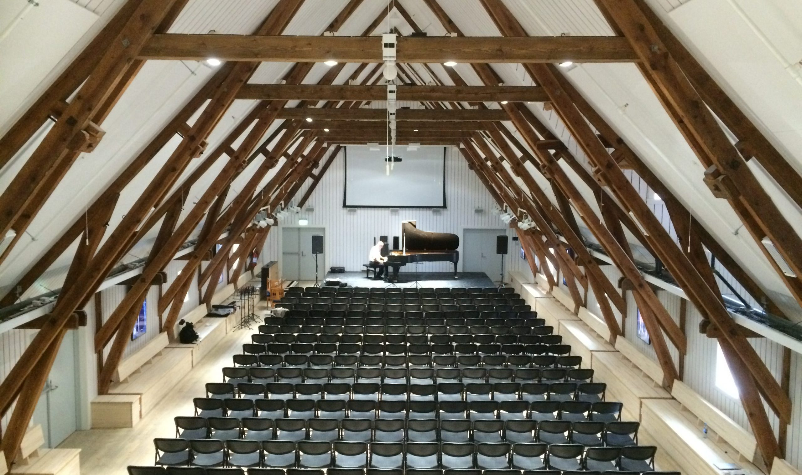 The barony has large premises well suited for concerts and conferences.