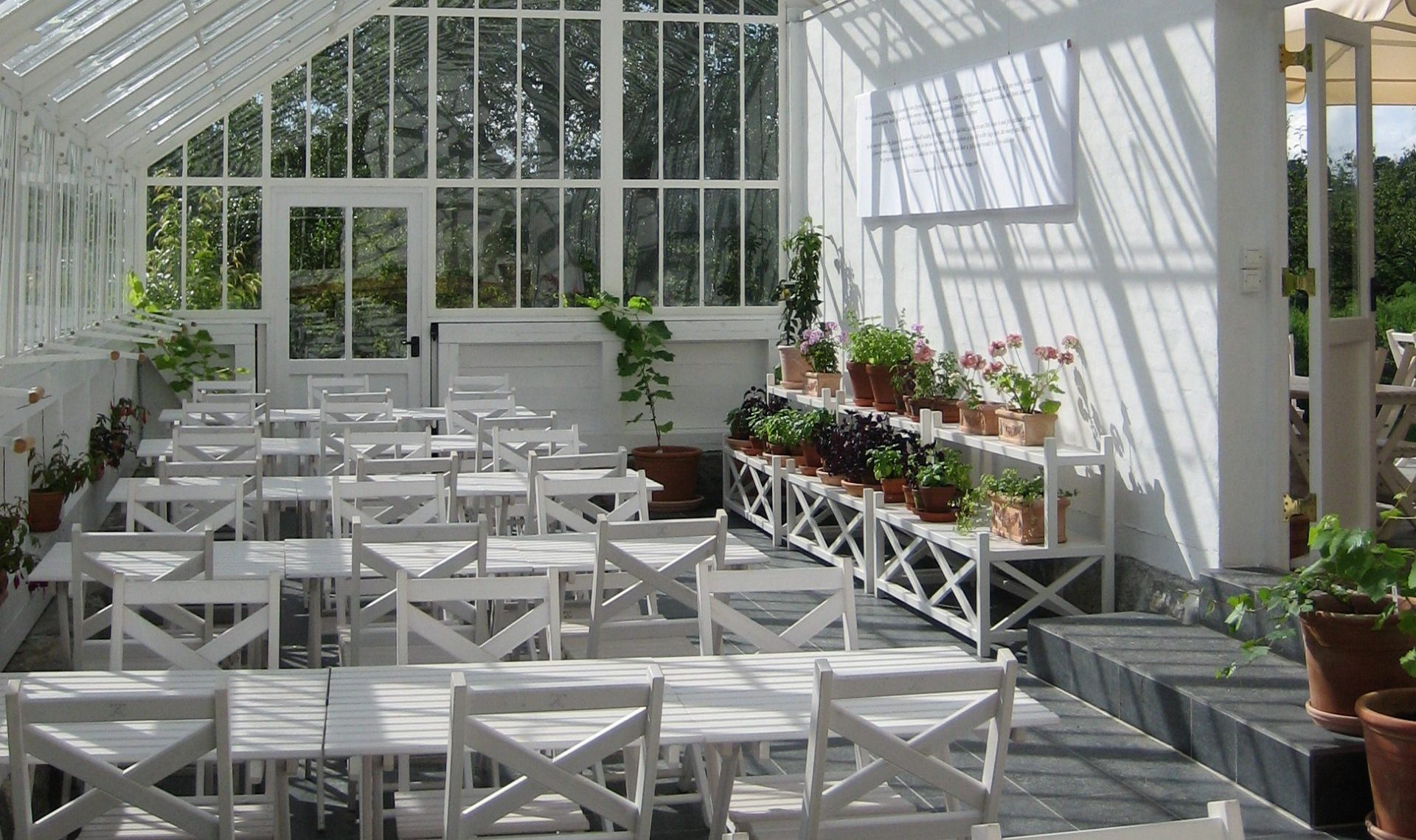 It is also possible to sit in the greenhouse.