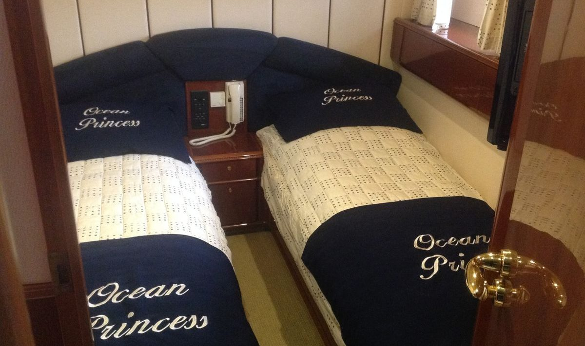 Cabin 4 with two twin beds