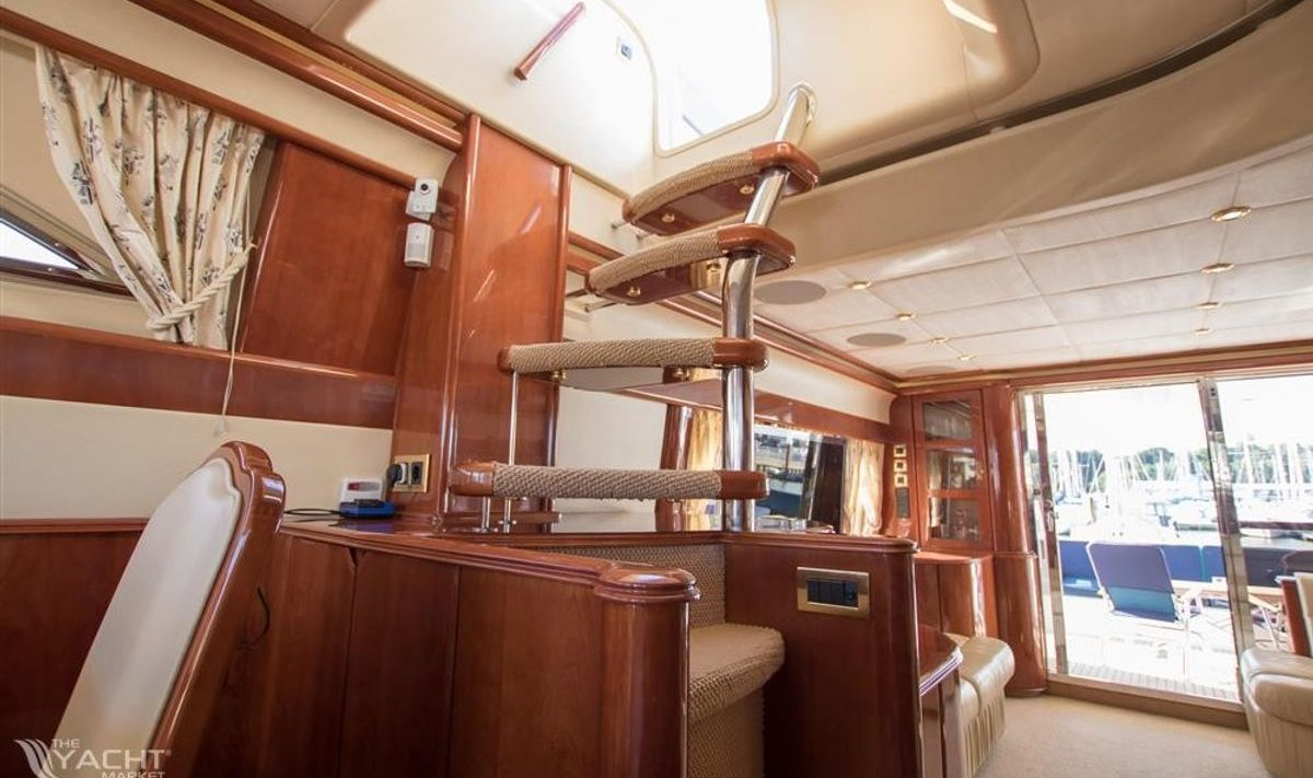 From the main salon there is direct access to the flybridge